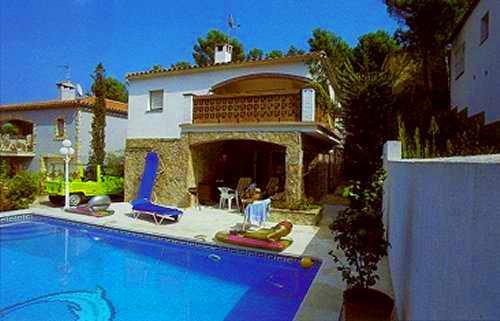 Casas bonitas con piscina stunning con bonitas vistas y for Imagenes de casas con jardin y piscina